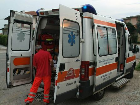 Un'ambulanza è intervenuta sul luogo dell'incidente