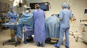 Chirurghi in sciopero l'8 novembre. «Operiamo con guanti che si rompono»