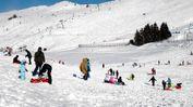 Tante famiglie sulla neve, ma la seggiovia viene fermata causa vento  FOTO PECORA