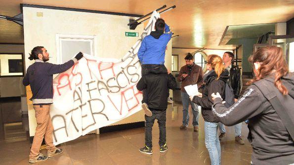Occupazione di protesta nella sala dell'Ater contro gli spazi concessi a Forza Nuova e Christus Rex