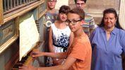 Gli studenti all'organo con la docente Voltolina  FOTO AMATO